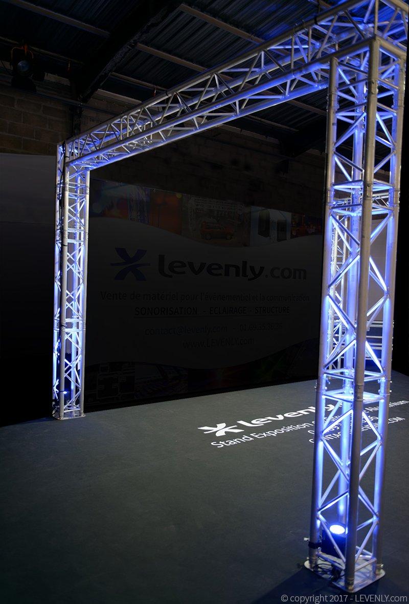 Arche construite en structure aluminium carré Prolyte H30V