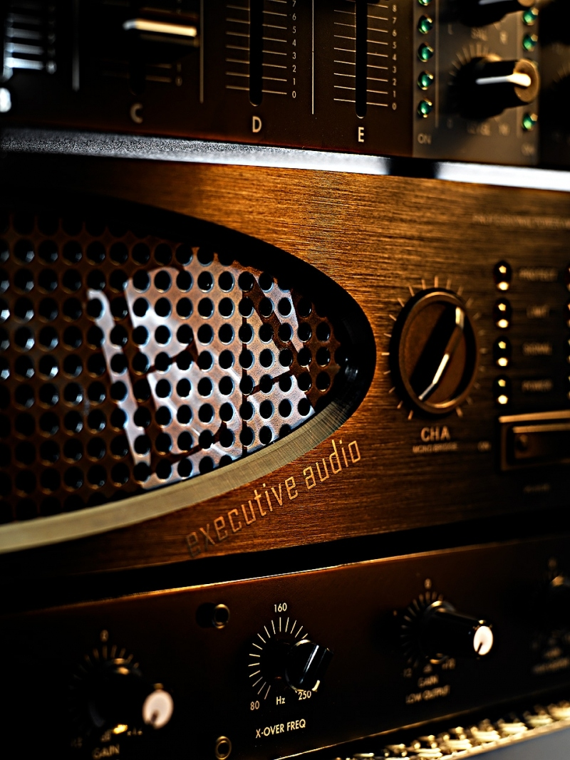 executive audio xo5 amplificateur audio 2 x 500w rms 8 ohms. Black Bedroom Furniture Sets. Home Design Ideas